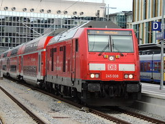 A DB Class 245 TRAXX diesel locomotive, Munich Hauptbahnhof (Steve Hobson) Tags: db munich hauptbahnhof 245 traxx bombardier sob südostbayernbahn