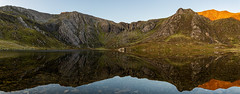 Llyn Idwal (gmorriswk) Tags: bangor wales unitedkingdom llyn idwal ogwen reflection reflections sunrise formatthitechfirecrest landscape glyderau