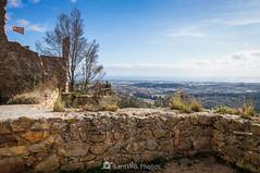 Mirando a Malgrat (SantiMB.Photos) Tags: 2blog 2tumblr 2ig castillo castle ruinas ruins maresme invierno winter geo:lat=4167878461 geo:lon=273507663 geotagged palafolls cataluna españa