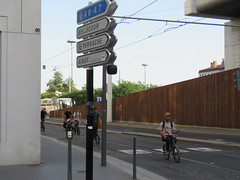 Space Invader LY_38 (tofz4u) Tags: reactivated restauré spacerescueintl reactivationteam lyon 69 rhöne france streetart artderue invader spaceinvader spaceinvaders mosaïque mosaic tile ly38 bmx vélo velo bike bicycle bicyclette blanc white black noir bmc