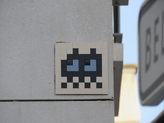 Space Invader LY_38 (tofz4u) Tags: reactivated restauré spacerescueintl reactivationteam lyon 69 rhöne france streetart artderue invader spaceinvader spaceinvaders mosaïque mosaic tile ly38 bmx vélo velo bike bicycle bicyclette blanc white black noir closeup