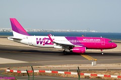 WIZZ AIR A320 HA -LYN (Adrian.Kissane) Tags: aviation departing runway sky outdoors airport airline airliner jet plane aircraft airbus aeroplane 792017 4559 a320 halyn lanzarote wizzair