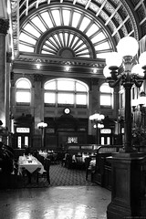 Grand Concourse of Station Square Pittsburgh (B+W) (Can Pac Swire) Tags: pittsburgh pennsylvania usa us america american unitedstates 2019aimg2799bw grandconcourse restaurant upscale highend upmarket chuckmuer muer grand grandeur edwardian decoration early 20th century former train railway station