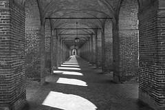 Sabbioneta (Mario Bertocchi) Tags: bn bw bianconero blackandwhite mariobertocchi canon reflex paesaggio scooter gennaro sabbionetta sabbioneta portici galleria archi