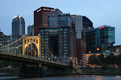 Dusk view of downtown Pittsburgh (Can Pac Swire) Tags: pittsburgh pennsylvania usa us america american unitedstates 6th street st robertoclemente bridge downtown city centre center night dusk photo image shot 2019aimg4200 hotel renaissance river allegheny