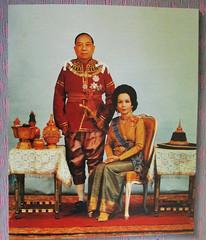 traditional thai clothes (the foreign photographer - ฝรั่งถ่) Tags: thai traditional clothes khunying yai husband harin hongsakul souvenir photo bangkhen bangkok thailand canon