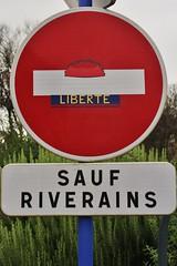 Clet_3022 Plouhinec (meuh1246) Tags: streetart bretagne finistère 29 cletabraham clet panneau béret
