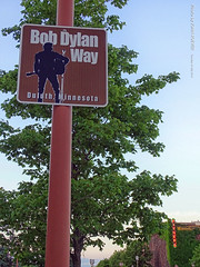 Bob Dylan Way in Duluth, 16 July 2019 (photography.by.ROEVER) Tags: minnesota 2019 july july2019 vacation roadtrip 2019vacation 2019roadtrip minnesota2019roadtrip minnesota2019vacation duluth stlouiscounty sign shieldsign bobdylan bobdylanway esuperiorst eastsuperiorstreet fitgers fitgersbrewery fitgersinn evening usa