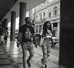 Streets of Havana - Cuba (IV2K) Tags: havana habana lahabana cuba cuban kuba cubano habanavieja centrohavana mamiya mamiya7 mamiya7ii mediumformat blackandwhite bw kodak kodakfilm kodaktrix trix ishootfilm istillshootfilm staybrokeshootfilm