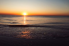 waves are rolling (Jos Mecklenfeld) Tags: noordzee nordsee northsea nederland niederlande netherlands noordholland callantsoog beach strand zee meer sea golven waves zonsondergang sonnenuntergang sunset