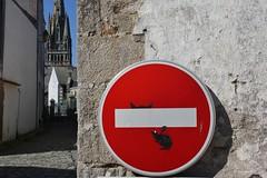 Clet_4276 Pont Croix (meuh1246) Tags: streetart bretagne finistère 29 cletabraham clet panneau animaux souris chat pontcroix