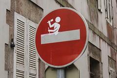 Clet_3689 Pont Croix (meuh1246) Tags: streetart bretagne finistère 29 cletabraham clet panneau pontcroix