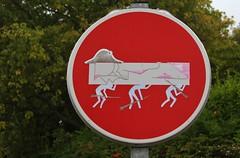 Clet_3716 Pont Croix (meuh1246) Tags: streetart bretagne finistère 29 cletabraham clet panneau pontcroix napoléon soldat chapeau
