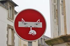Clet_3695 Pont Croix (meuh1246) Tags: streetart bretagne finistère 29 cletabraham clet panneau animaux chat pontcroix