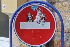Clet_3635 Plogoff (meuh1246) Tags: streetart bretagne finistère 29 cletabraham clet panneau plogoff lalibertéguidantlepeuple eugènedelacroix