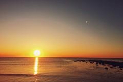 first sunset of the autumn (Jos Mecklenfeld) Tags: noordzee nordsee northsea nederland niederlande netherlands noordholland callantsoog strand beach zee meer sea zonsondergang sonnenuntergang sunset