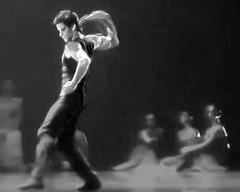 Dance ¬ 4617 (Lieven SOETE) Tags: young junge joven jeune jóvenes jovem body corpo cuerpo corps körper dance danse danza dança baile tanz tänzer dancer modern moderne современный moderno moderna hedendaags contemporary zeitgenössisch contemporain contemporánean boy garçon niño chico erkek