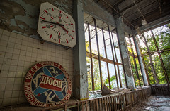 Swimming Pool Clock - Pripyat - 11/09/2019 (kevaruka) Tags: chernobyl exclusion zone 911 pripyat dodgems bumper cars bw nuclear disaster urban photography black white ga mask canon eos 5d mk3 ef 1635 f28 mk2 wide angle uwa ultra ukraine 5d3 5diii doll gas dof depth people photoadd television flickr front page kevin frost composition colour colours color colors contrast school september 2019 11092019 indoor kiev ferris wheel fair amusement park fun tram corridor sun sunshine sunny day duga radar