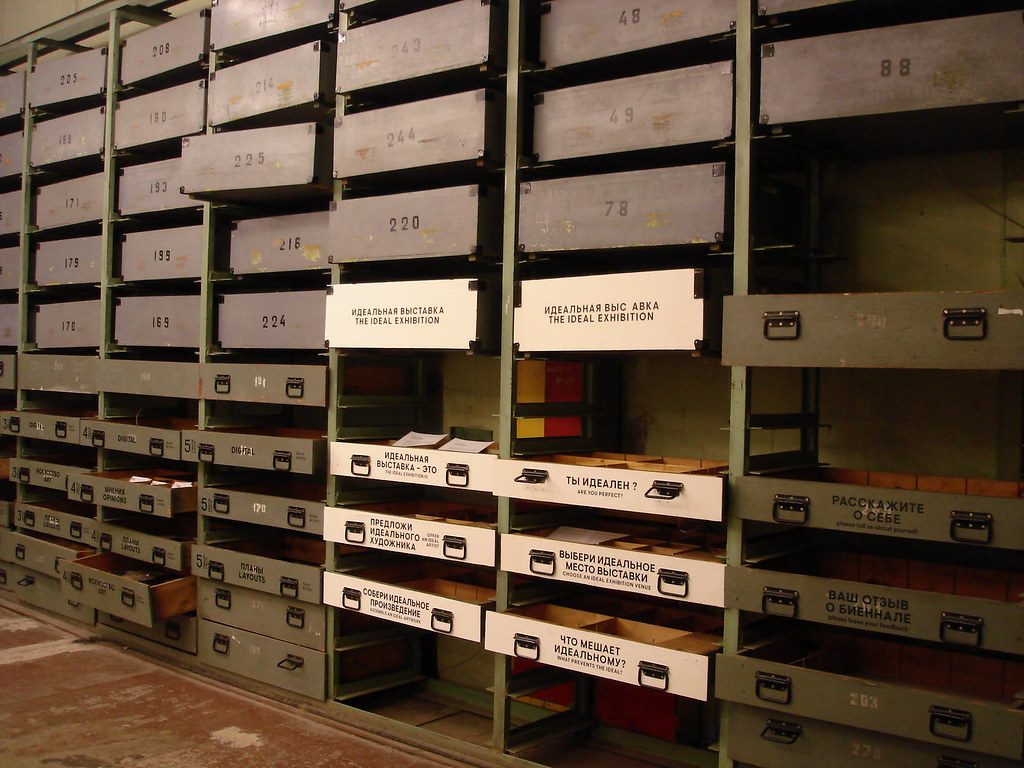 фото: Ящики с архивом Биеннале