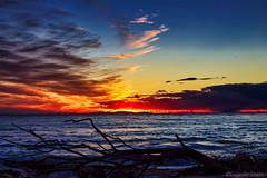 Il tramonto è il mio colore preferito  -  Sunset is my favorite color (Eugenio GV Costa) Tags: approvato cielo fuoco sky fire tramonto sunset sun nuvole clouds