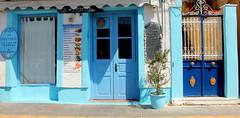 Κλειστό λόγω.... μεγάλης Ανάπτυξης (ᗰᗩᖇᓰᗩ ☼ Xᕮ∩〇Ụ) Tags: ελλασ ελλαδα greece griechenland closed geschlosen ουζερί μεζεδοπωλείο κλειστό