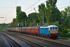 86259 1Z88 Euxton (British Rail 1980s and 1990s) Tags: train railway rail railroad loco locomotive lmr londonmidlandregion mainline wcml westcoastmainline livery liveried traction wcrc westcoastrailwaysco br britishrail ee englishelectric preston lancs lancashire locohauled passenger charter tour railtour 1z88 electric ac al6 86 class86 mark mki mk1 lesross peterpan 86259