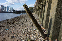 Foreshore (Spannarama) Tags: foreshore thames river london uk rocks stones sand blueskies sunshine sunlight northgreenwich greenwich timber wall