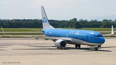 B738_KL1845 (AMS-VIE)_PH-BGA_1 (VIE-Spotter) Tags: vie vienna airport airplane wien flughafen flugzeug planespotting himmel loww