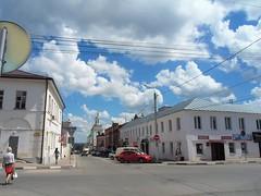 Una città bianca (Anton Grigorewski) Tags: russia yelets estate città strada architettura nuvola cielo summer елец липецкаяобласть городскойпейзаж