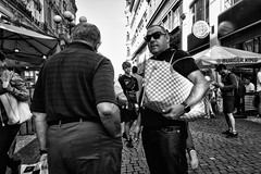 IMG_4917-Bearbeitet (Reinhard-Thomas) Tags: street photography urban prague czech republic eastern europe city travel reportage emotion moment candid photo canon g7x people human humanity