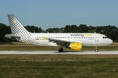 EC-MIQ (PlanePixNase) Tags: aircraft airport planespotting haj eddv hannover langenhagen vueling airbus a319 319