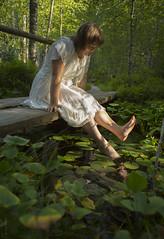 20150809_1792c (Fantasyfan.) Tags: woman posing park green white nuuksio finland fantasyfanin
