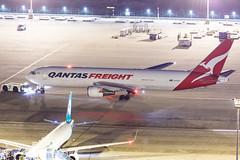 QANTAS FREIGHT B767-300ERF VH-EFR 007 (A.S. Kevin N.V.M.M. Chung) Tags: aviation aircraft aeroplane airport airlines apron boeing b767 b767300 b767300erf cargo freight qantas plane spotting mfm macauinternationalairport night beacon light ramp