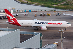 QANTAS FREIGHT B767-300ERF VH-EFR 0011 (A.S. Kevin N.V.M.M. Chung) Tags: aviation aircraft aeroplane airport airlines apron spotting plane mfm macauinternationalairport qantas cargo freight boeing b767 b767300erf b767300er