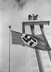 """Deutscher Pavillion auf der 36. """"Exposition internationale des Arts et des Techniques appliqués à la Vie moderne"""" in Paris, 1937 (dgh.e4th) Tags: reichsadler hakenkreuz albert speer woldemar brinkmann"""
