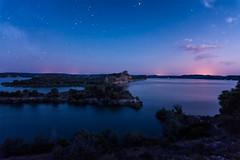 Mar de Aragon at night (mixtli1965) Tags: embalse lago agua isla arboles cielo estrellas vialactea noche crepusculo tranquilidad paz soledad nadie azul rojo mequinenza mardearagon zaragoza españa nikon d7100