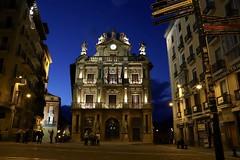 (eduardovil8) Tags: navarra spain noche city iruña night canon6dmarkii canon council ayuntamiento pamplona
