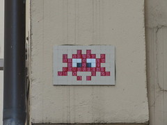 Space Invader LY_15 (tofz4u) Tags: reactivated restauré spacerescueintl reactivationteam lyon 69 rhöne france streetart artderue invader spaceinvader spaceinvaders mosaïque red rouge mosaic tile ly15 blanc white closeup