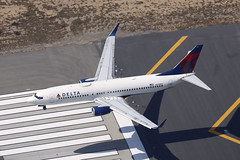 N378DA, Boeing 737-800, Delta Airlines, Los Angeles (ColinParker777) Tags: n378da boeing 737 738 737800 737832 b737 b738 b737800 b737832 aircraft airplane plane airliner landing approach travel fly flying flight threshold runway markings lines paint above view air2ground dal dl delta airlines airways air klax lax los angeles california america united states us usa socal canon 5dsr 200400 l lens zoom telephoto pro