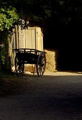 Ruhend (ronparth) Tags: écomuséedalsace wagen heu stroh sonne licht scheune heuwagen