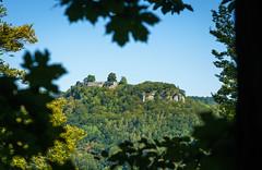 Ruine der Burg Hohenurach (KaAuenwasser) Tags: ruine burg hohenurach badurach landschaft berg wald grün baum bäume steine historisch bauwerk