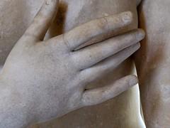Artémis à la biche2 (marellezap) Tags: louvre musée mains peinture sculpture