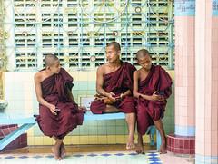 Tecnologia (forastico) Tags: myanmar birmania monaco monaci tecnologia cellulare forastico d7100 nikon sagaing earthasia