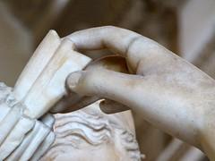 Artémis à la biche (marellezap) Tags: louvre musée mains peinture sculpture