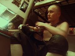(StrategieDerOrdnung) Tags: tradition heimat bayern lederhose kniebundhose lederkniebundhose deutscher mann 1999 schuhputz schuheputzen traditionell