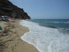 Una spiaggia libera a Santa Domenica di Ricadi (maxsoit) Tags: mare santa domenica spiaggia vacanze