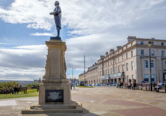 SJ2_1929 - Captain Cool looks out to sea (SWJuk) Tags: whitby england unitedkingdom swjuk uk gb britain yorkshire northyorkshire yorkshirecoast captaincook monument statue eastterrace bluesky clouds light sunlight 2019 sep2019 autumn holidays nikon d7200 nikond7200 nikkor1755mmf28 rawnef lightroomclassiccc