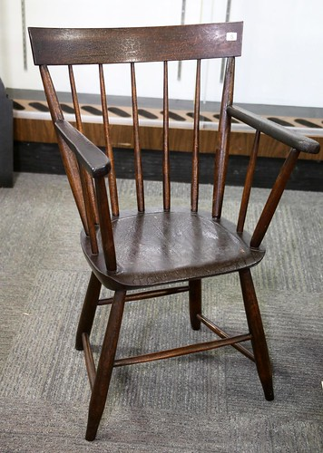 Early 19th c. Rockingham County naïve Windsor oak made by Peter Grove of Dayton, VA. Descended in the Daniel S. Heatwole (1825-1894) & Elizabeth Grove Heatwole (1837-1910) family ($145.60)