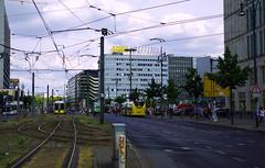 Fouilli (Atreides59) Tags: berlin germany allemagne deutschland urban urbain sky ciel nuages clouds jaune yellow bus tramway street pentax k30 k 30 pentaxart atreides atreides59 cedriclafrance