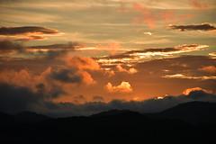 DSC_6376 (griecocathy) Tags: paysage lever soleil ciel nuage montagne noir orange jaune gris bleu blanc rose sombre lumineux